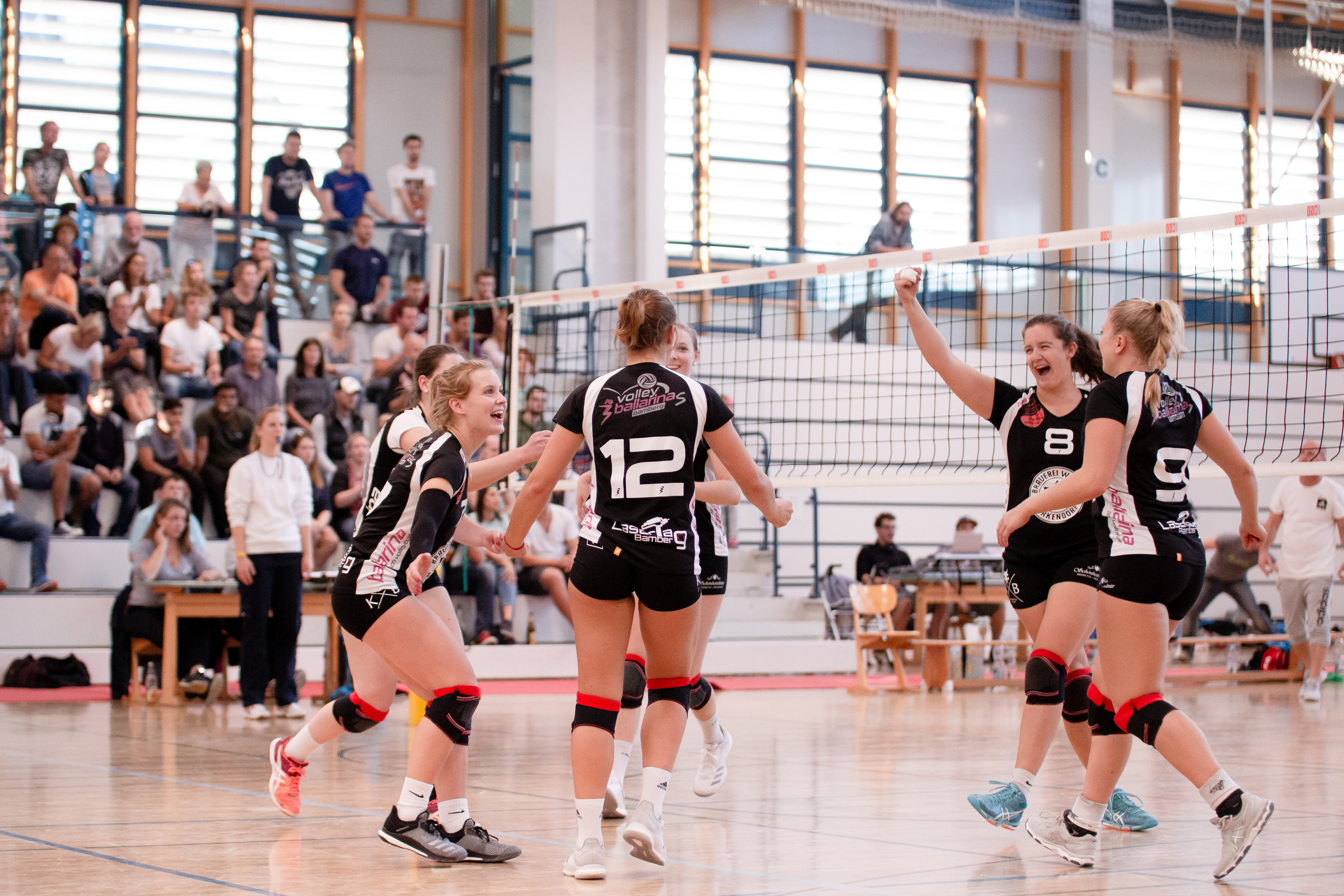 """<span  class=""""uc_style_uc_tiles_grid_image_elementor_uc_items_attribute_title"""" style=""""color:#ffffff;"""">Volleyball Leonie-559</span>"""
